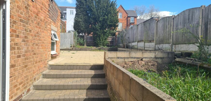 5 bed semi-detached house for sale